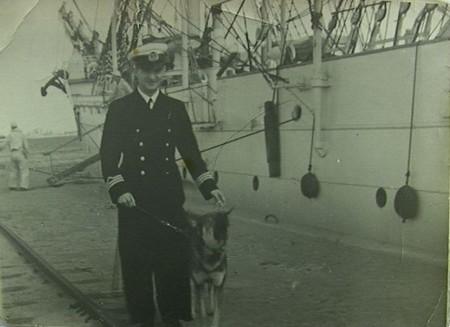jaDr_Michalak_przed_Darem_Pomorza_po_powrocie_z_rejsu_w_Gdyni_2_czerwca_1937m